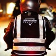 Kamizelka odblaskowa prodkuowana przez firmę JAGATEX znacząco zwiększa bezpieczeństwo podczas jazdy nocą- światło reflektorów czy oświetlenia miejskiego